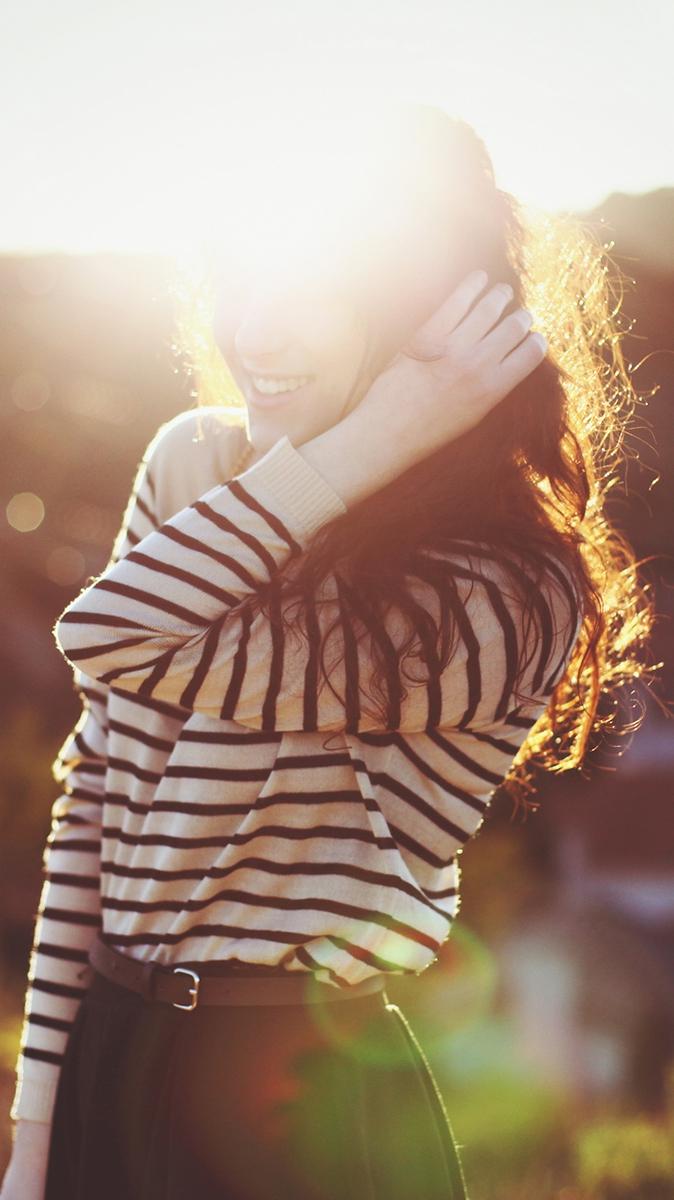 Girl Posing Sunshine iPhone Wallpaper iphoneswallpapers com