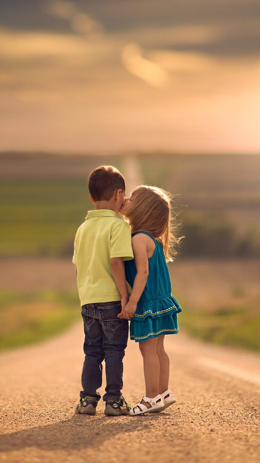 Cute Kids Kiss iPhone Wallpaper iphoneswallpapers com