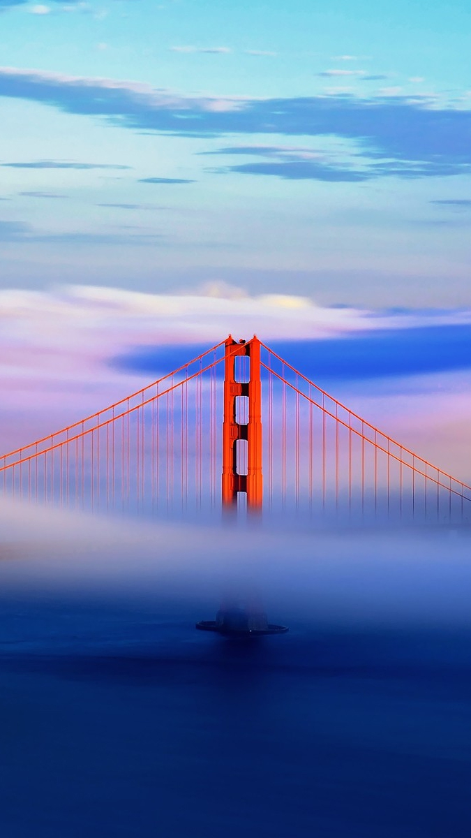 golden-gate-bridge-in-clouds-iphone-wallpaper
