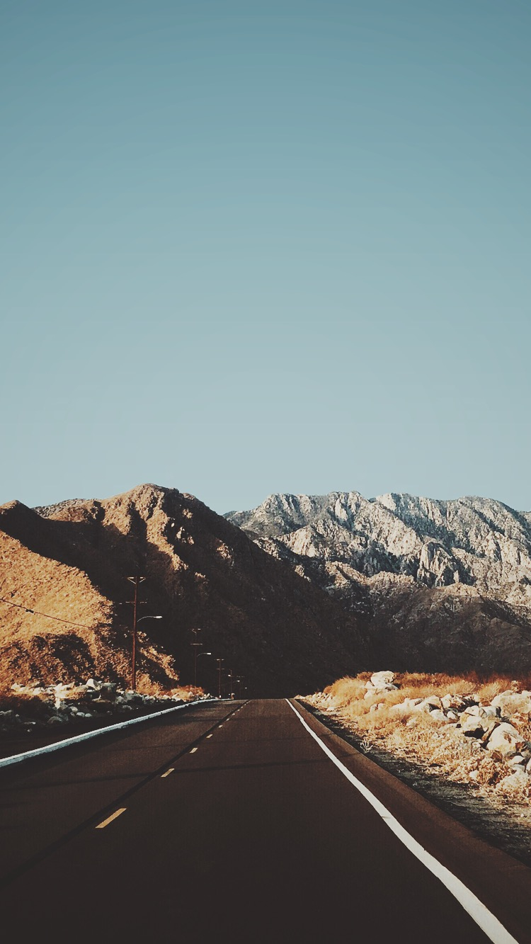 Road-Mountains-USA-iPhone-Wallpaper