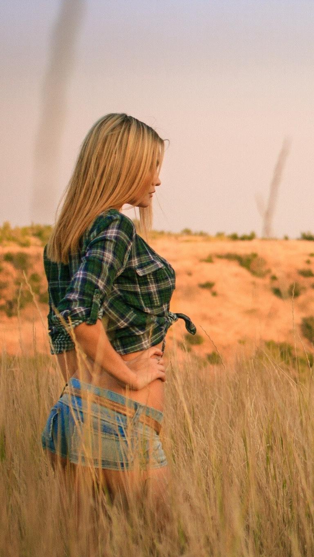 Girl Blonde Hot Pose Nature iPhone Wallpaper iphoneswallpapers com