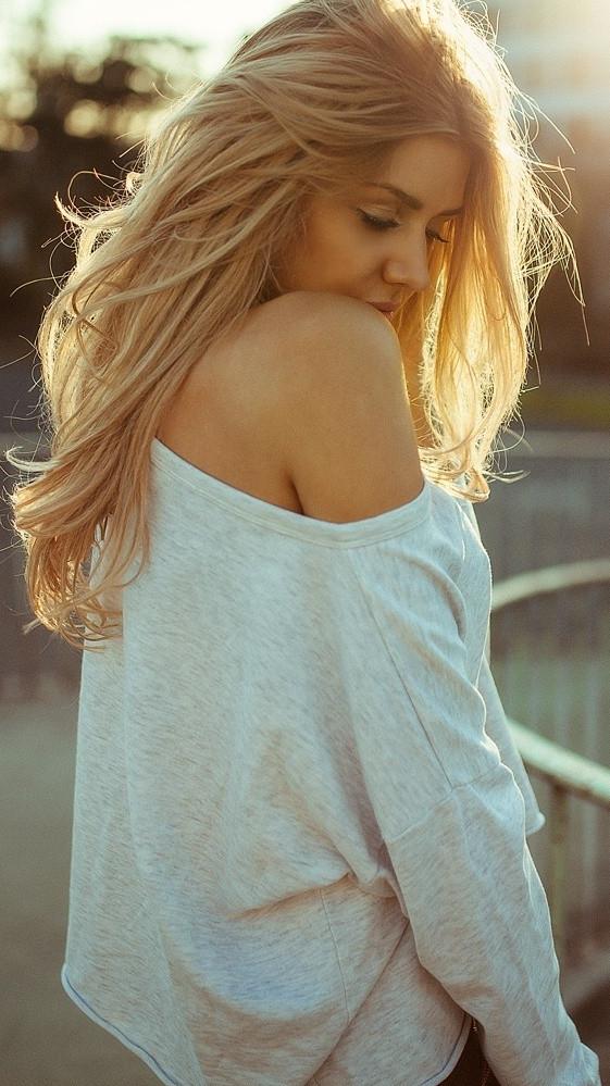 Golden Hairs Girl Beautiful Sunlight Wallpaper iPhone Wallpaper iphoneswallpapers com