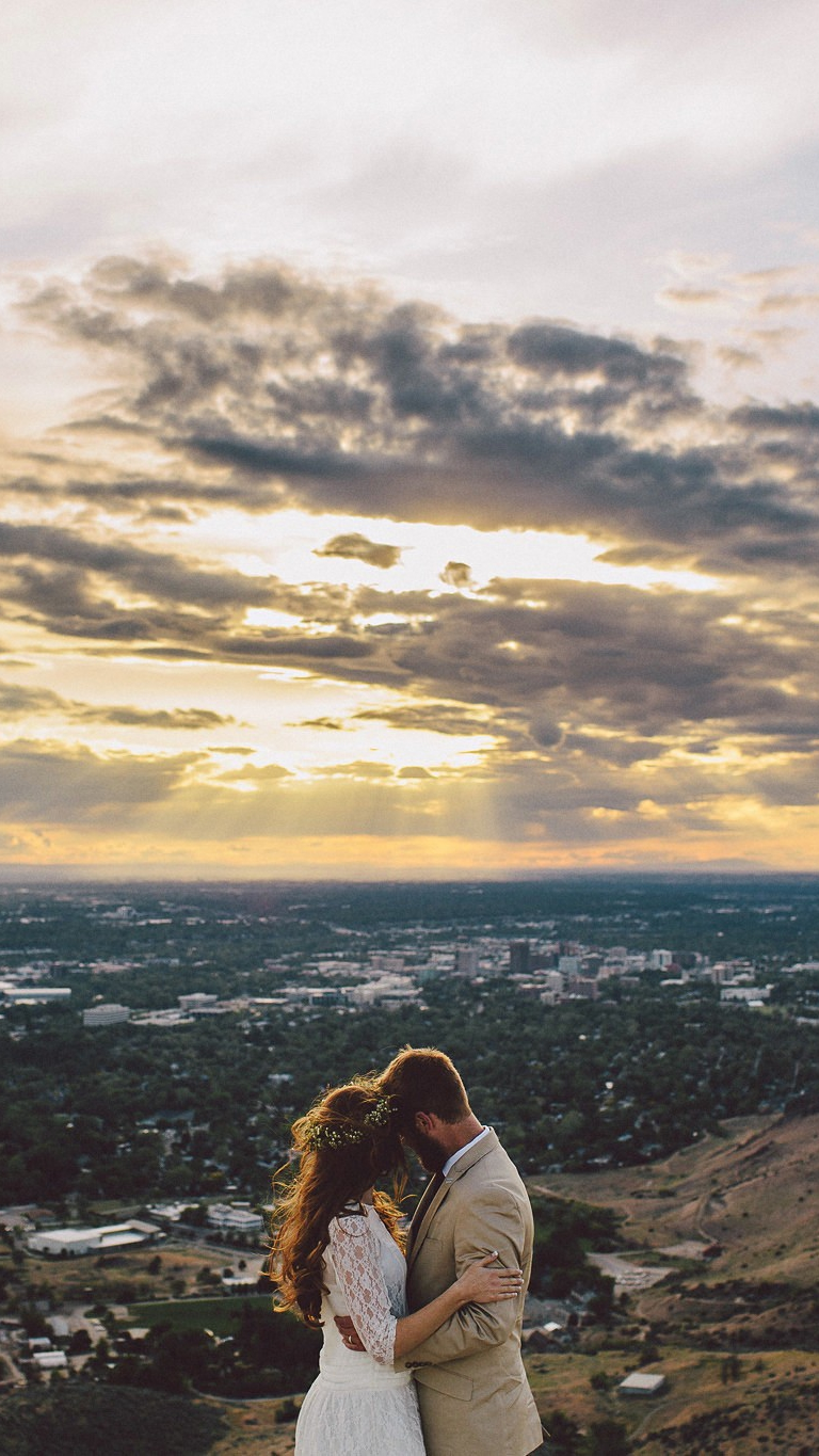 Newly Married Couple Loving Sunset iPhone Wallpaper iphoneswallpapers com