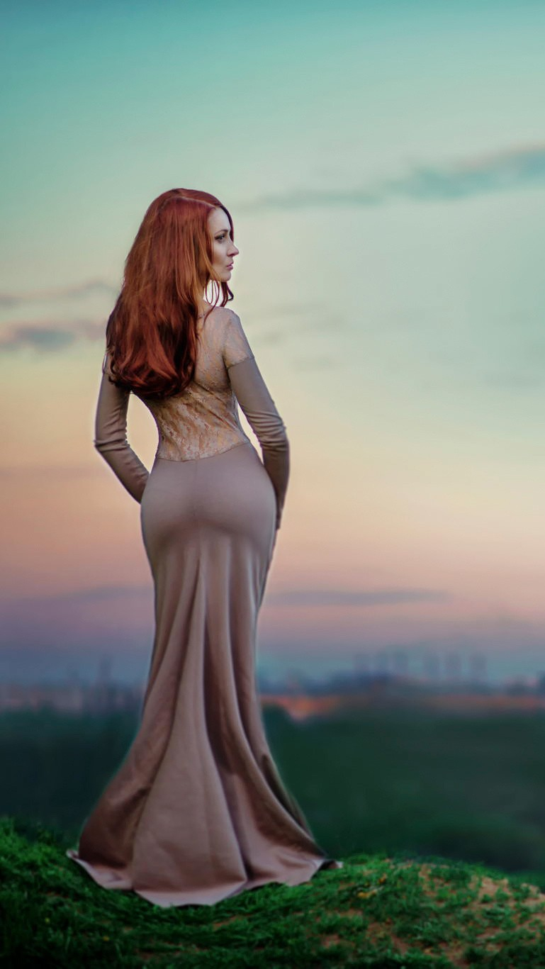 Redhead Lady iPhone Wallpaper iphoneswallpapers com