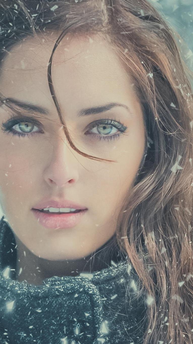 Winter Girl Face iPhone Wallpaper iphoneswallpapers com