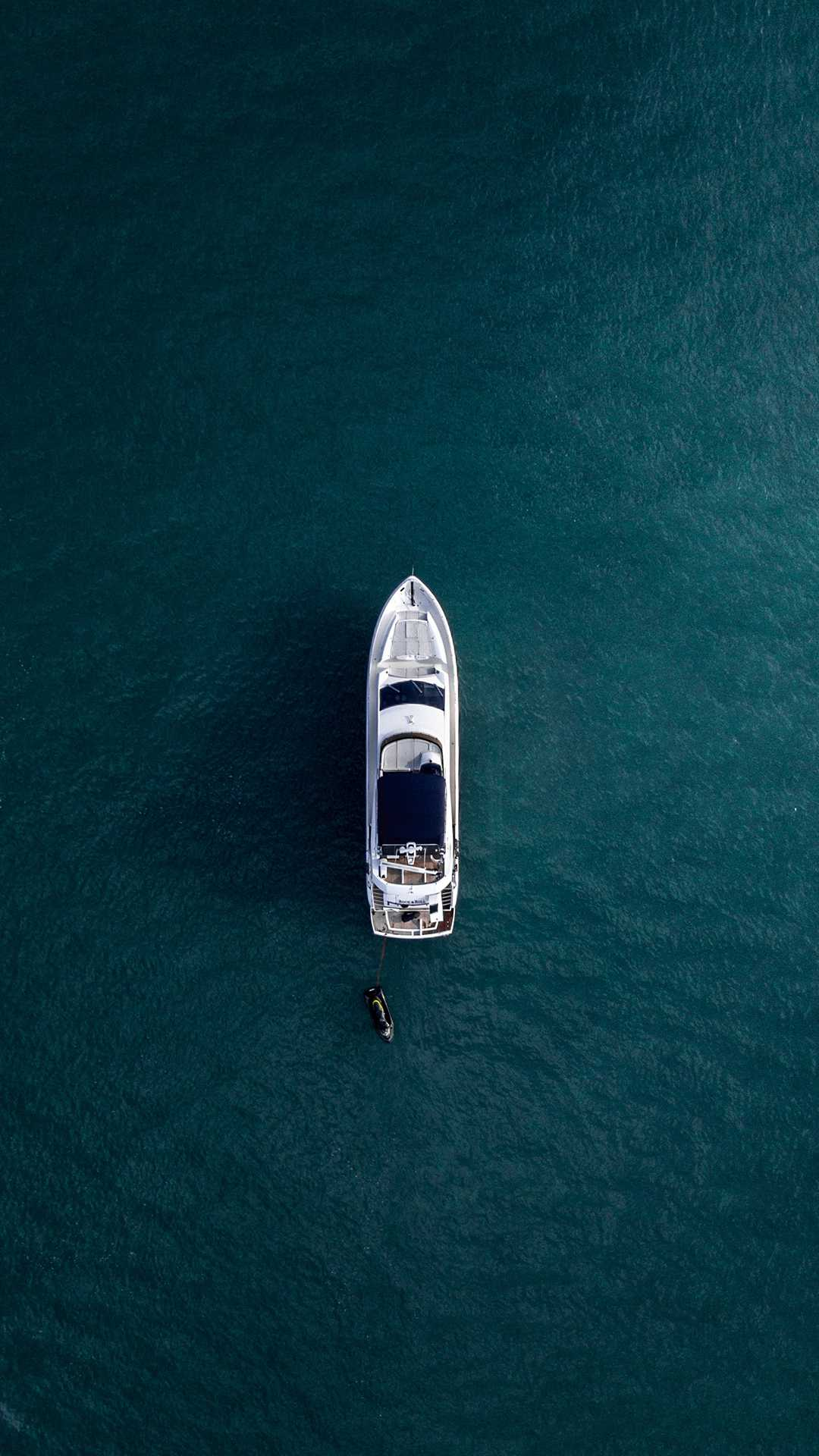 Yacht Fun in Sea Surfing Sky View iPhone Wallpaper