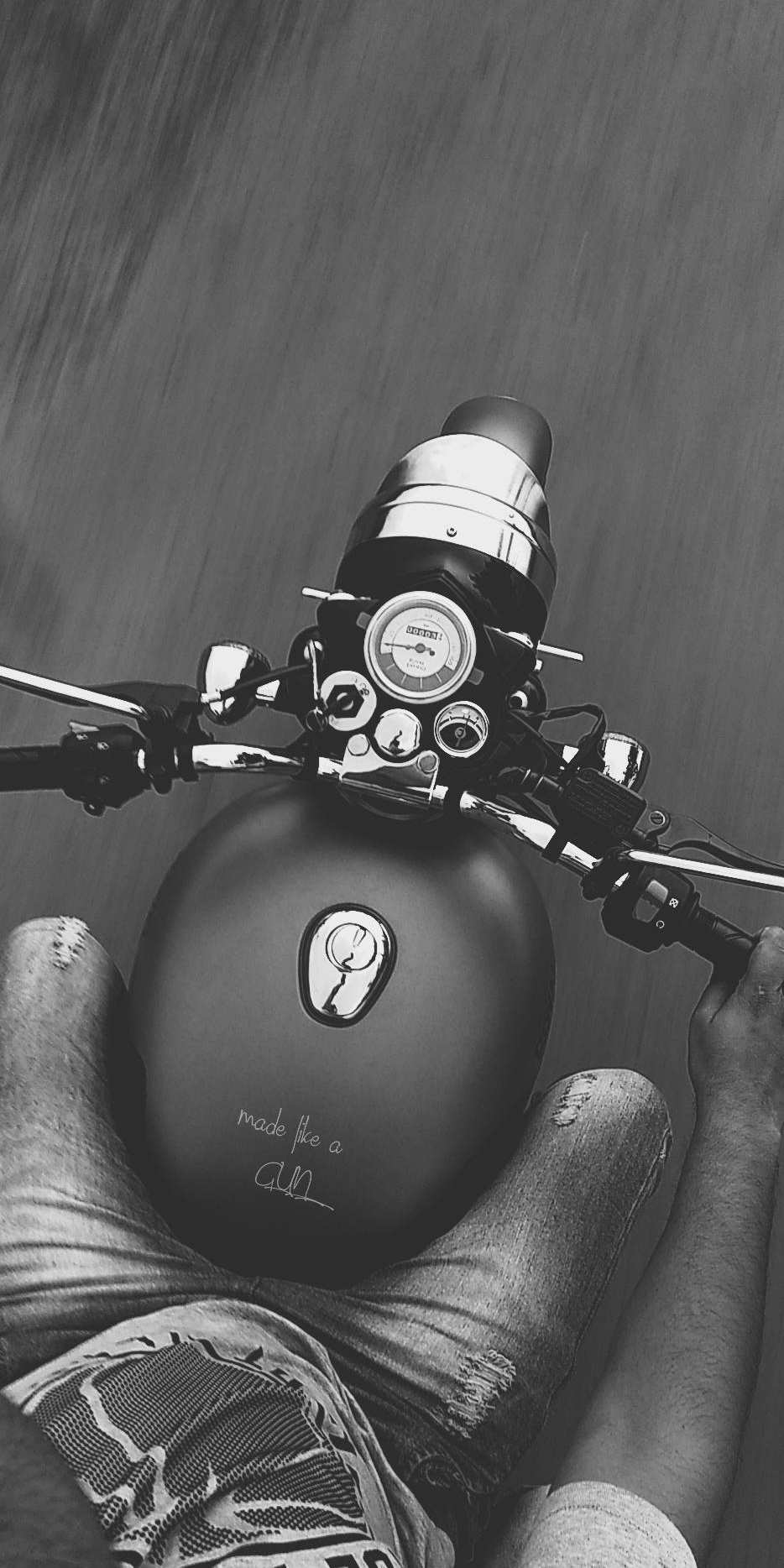Royal Enfield Classic 500 Stealth Black iPhone Wallpaper