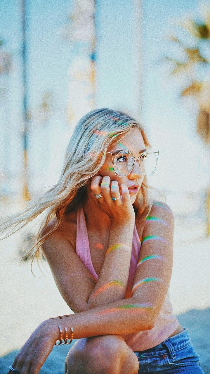 Fashion Girl Blonde iPhone Wallpaper
