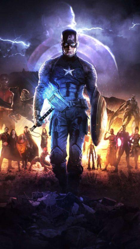 Captain America Mengangkat Mjolnir