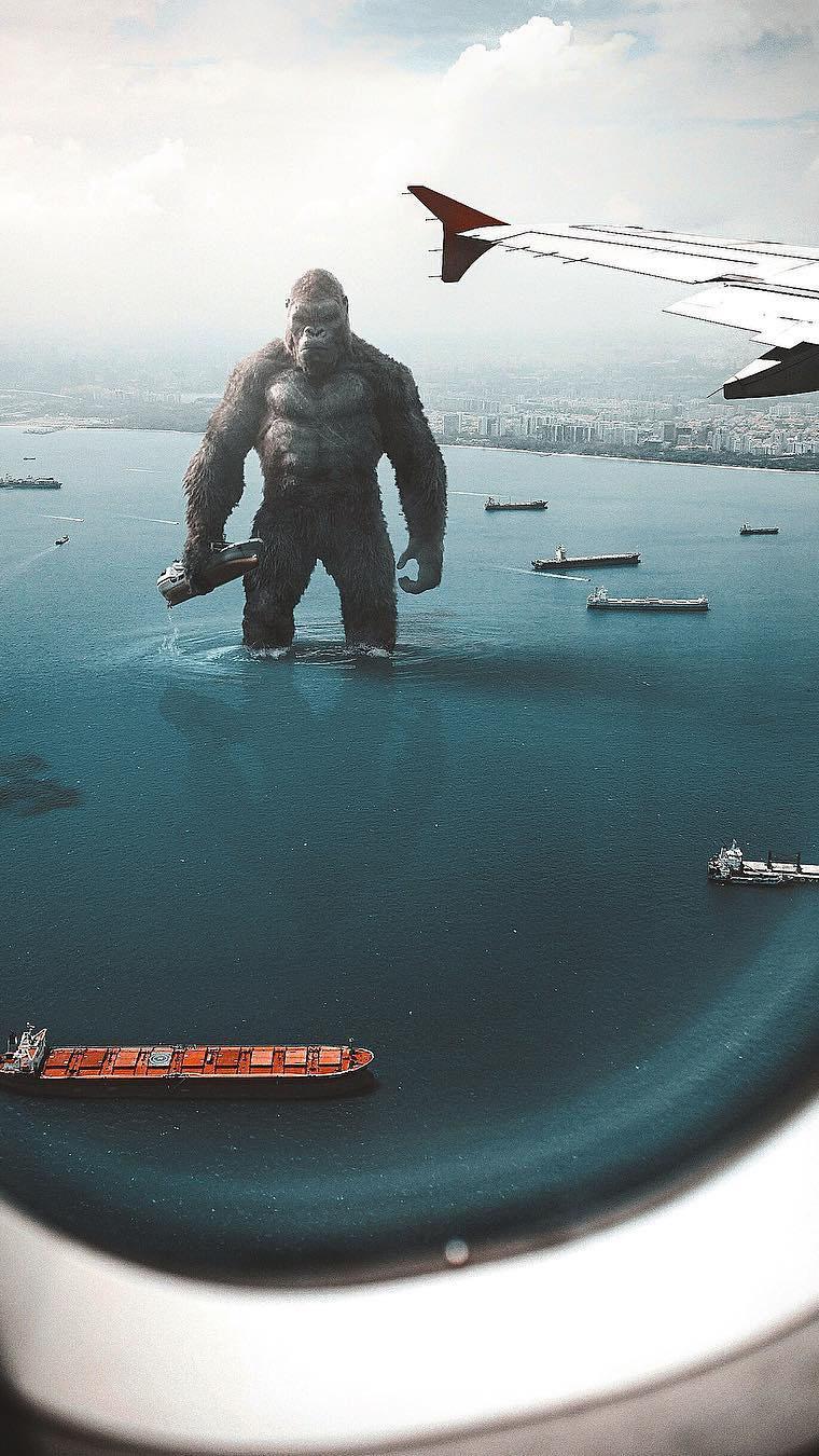 King Kong in Ocean iPhone Wallpaper