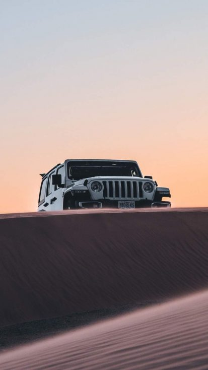 Jeep in Desert iPhone Wallpaper