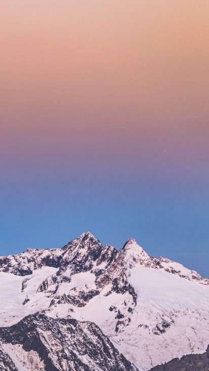Gradient Sky Mountains